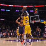 Lebron James triple-doubleom odveo Lakerse na Phoenix, Warriorsima nova šansa protiv Memphisa